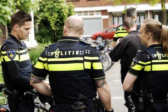 In de (sociale) media klinkt hevige kritiek op de actie van de politie in Sliedrecht.Een wijkagent bracht gisteren een bezoekaan een Sliedrechter die op Twitter kenbaar maakte tegen een asielzoek...