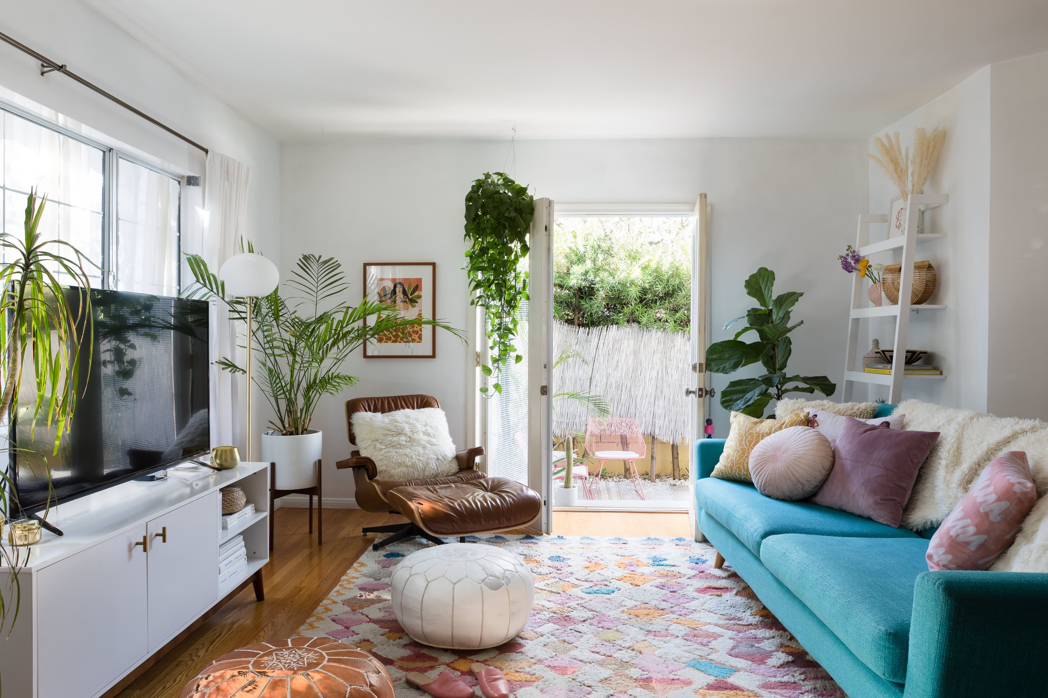 A Cheery L A Rental Has A Cute Diy Yard Inspired By Mexico Colourful Living Room Living Room Designs Buying A New Home