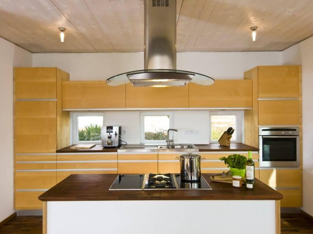 Küche Einrichtung Haus Engelhardt_Baufritz - offene Küche Holz ...