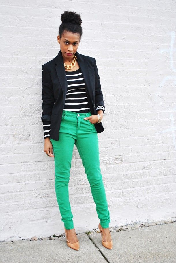 How to wear green jeans | Chunky gold necklaces, Blazers and Pants