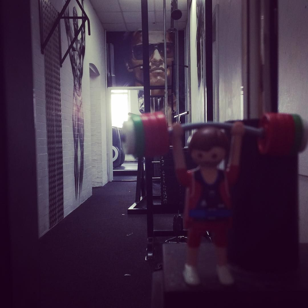 #wanderingweightlifter #arnie overlooking your workout @samsonsgymeastleigh