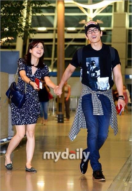 Lee Bo Young Ji Sung Baby : young, Young, Merrily, Spain, Engagement, Pictures, Koala's, Playground, Young,, Korean, Celebrities,