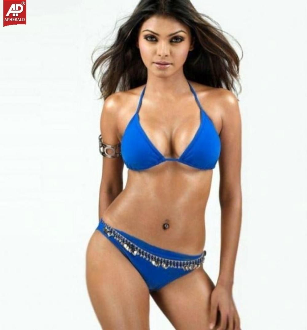 Hot Indian Bikini Actress