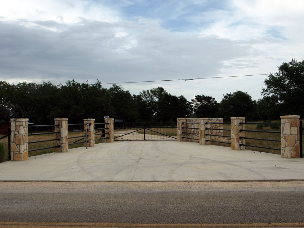 Gates entrances texas ranch style gates hill country for Ranch entrance designs