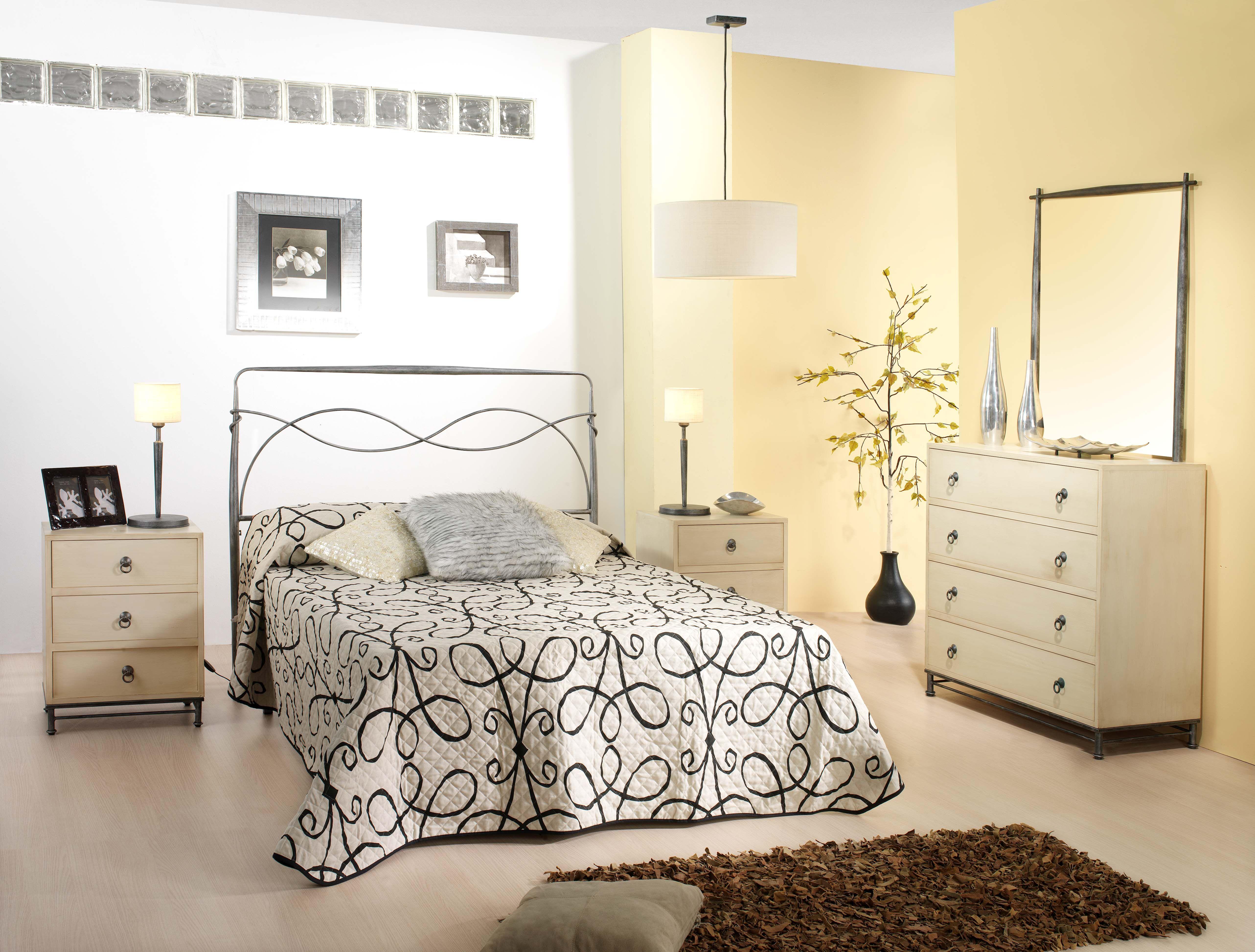 Dormitorio de forja y madera mod Horus fabricado a mano tonos de