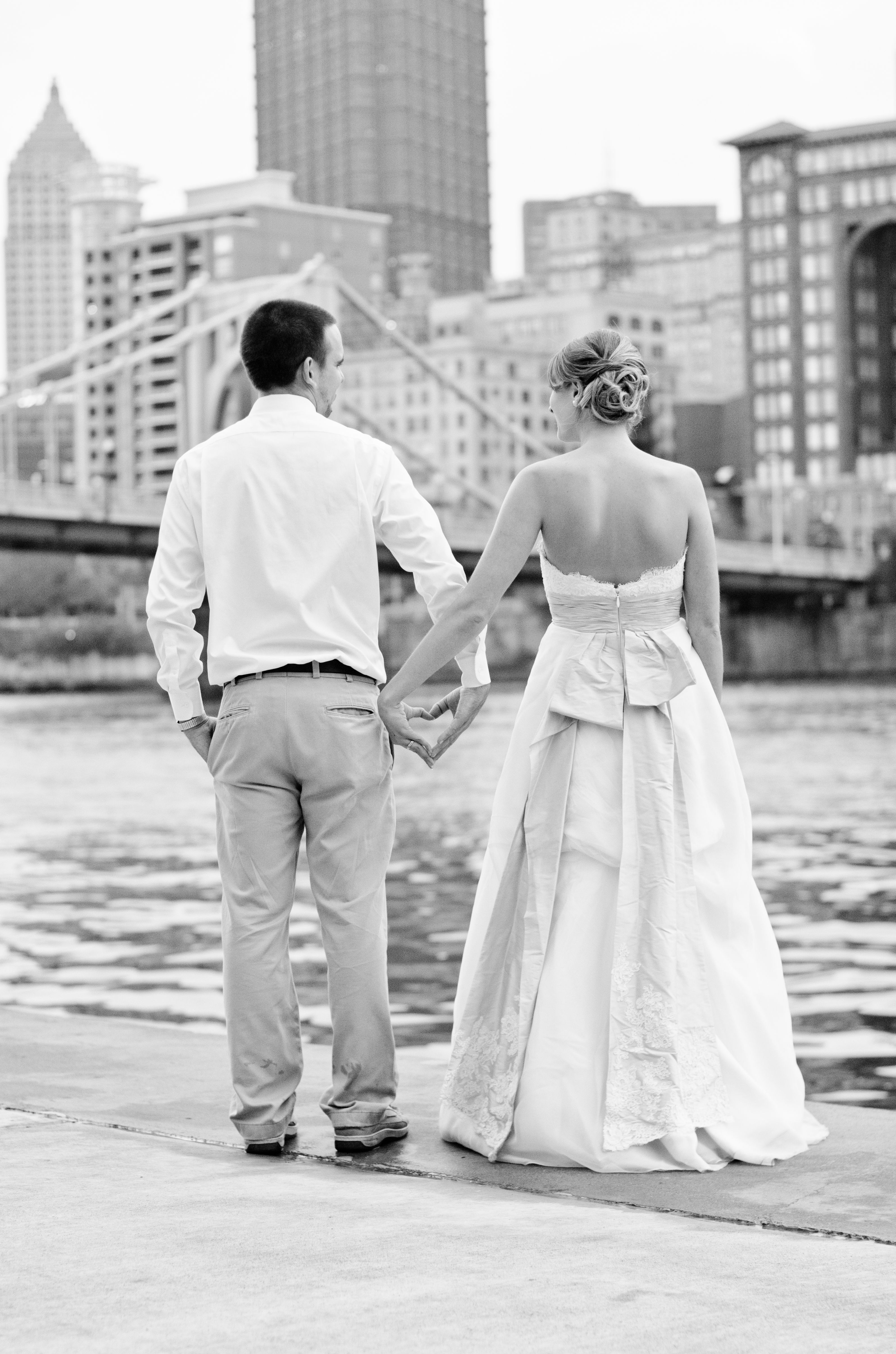 Pittsburgh Wedding Encore Rock The Dress Heart Hands Bridge Photo Session By Sewickley Photography Www Sewickleyph Pittsburgh Weddings Wedding Facility Wedding