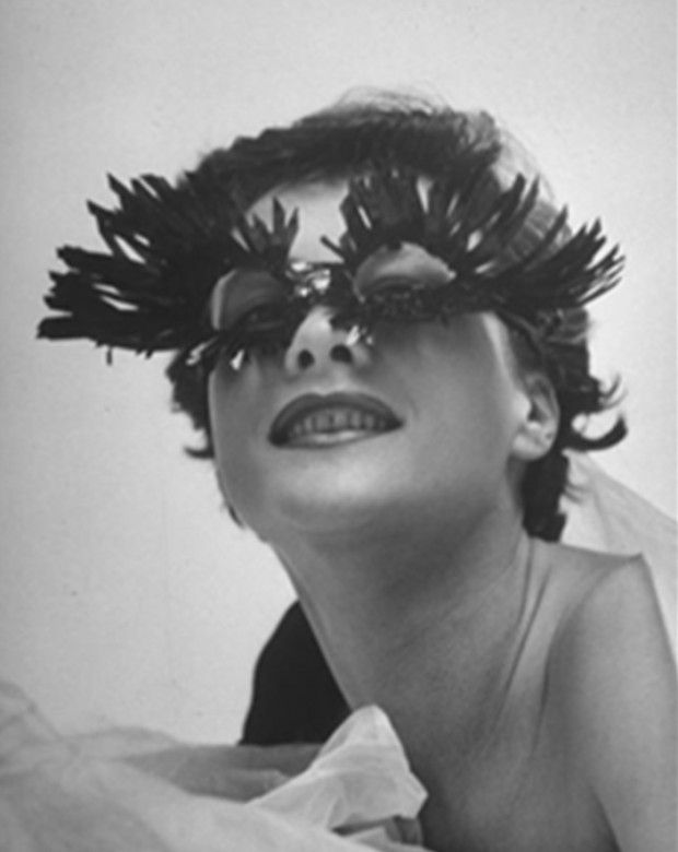 Schiaparelli Eyelash Glasses. S)