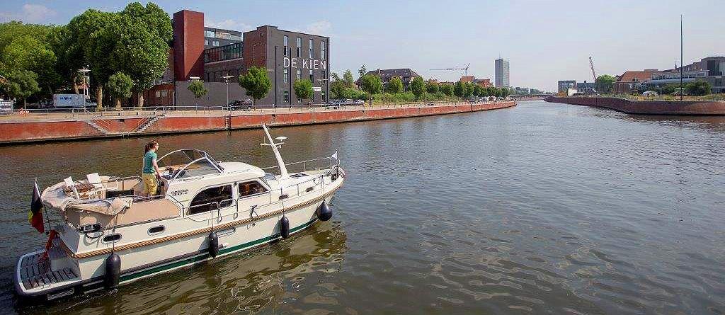 Linssen yachtsverhuurder Bboat verjaart op de Belgian Boat Show. -stand 8339 - Laat je verrassen door de talloze vaarmogelijkheden opver de meest pittoreske kanalen en rivieren door Vlaanderen. Op top jachten met alle comfort. >> http://bit.ly/1K7nnlD