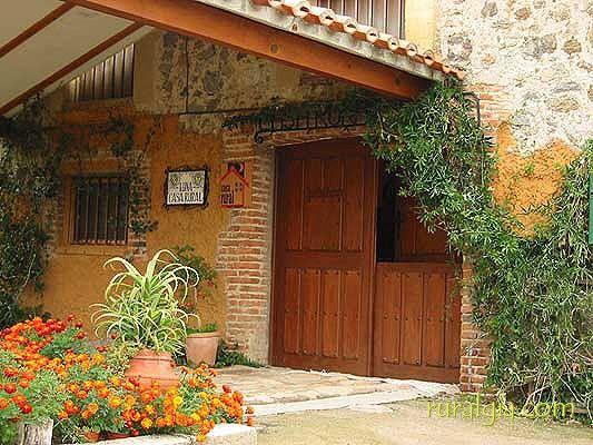 Candeleda Casa Rural Luna Casa Rural Situada En La Población De Candeleda En La Cara Sur De La Sierra De Gredos En El Valle Del Casas Rurales Rurales Casas