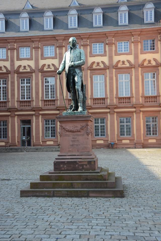 Statue Von Grossherzog Karl Friedrich Im Ehrenhof Des Mannheimer Schlosses Mannheim Germany Travel