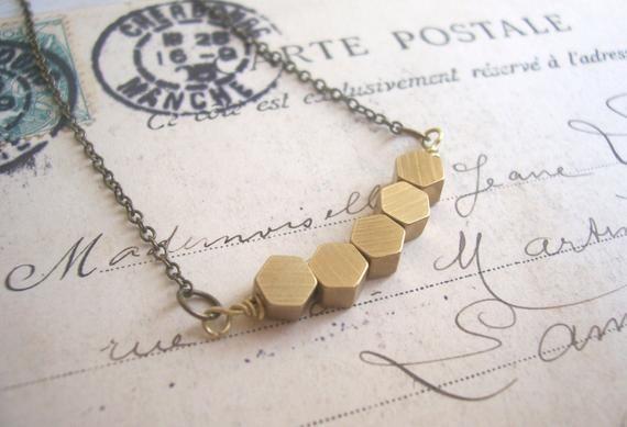 Photo of Goldene Waben Row Halskette – massivem Messing Sechseck Perlen – geometrische …..