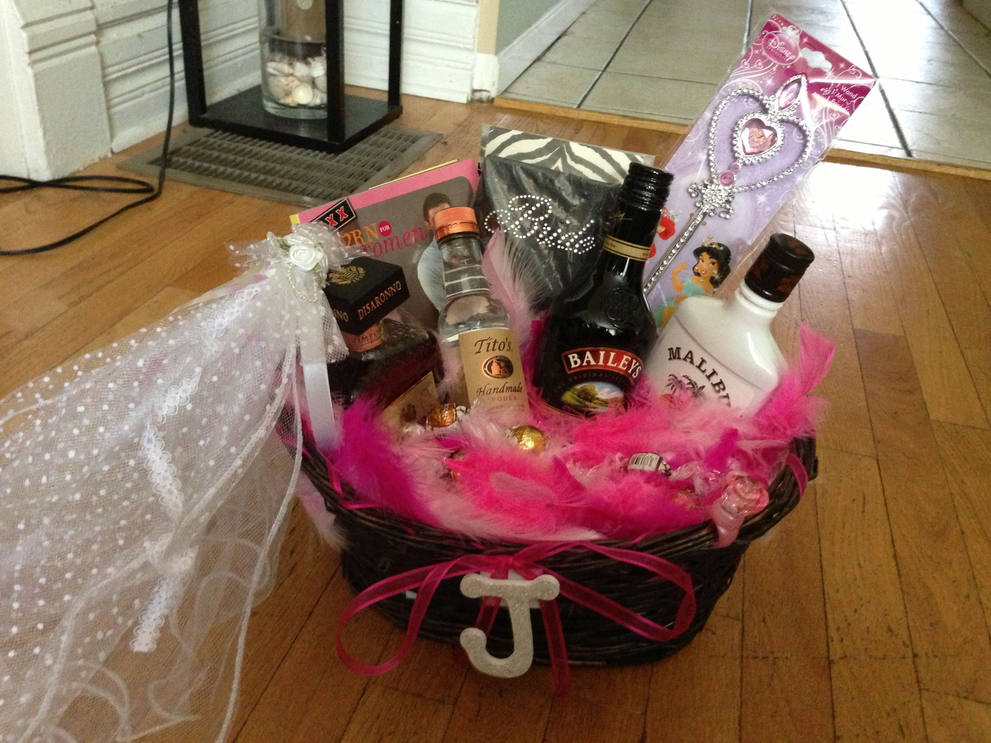 Gift Ideas Wedding Party: Bachelorette Party Gift Basket