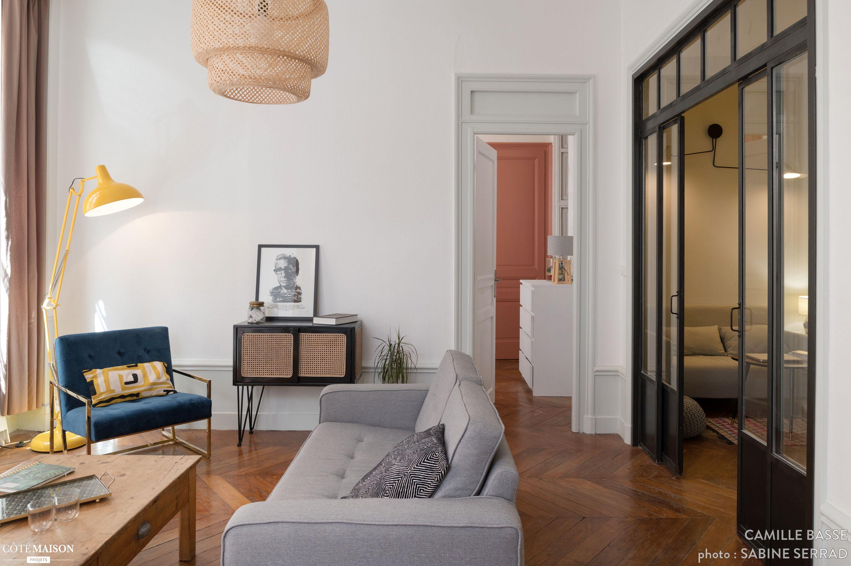Mix Match De Styles Dans Le Salon De Cet Appartement Interieur Maison Decoration Maison Deco Maison