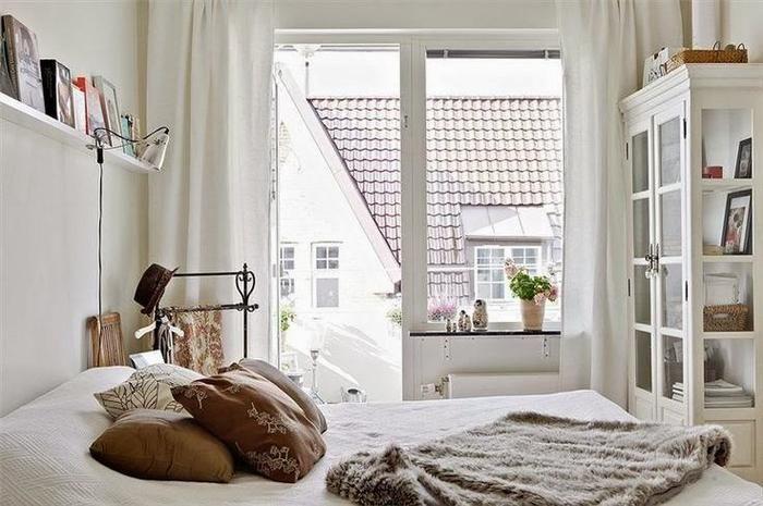狭い部屋のレイアウトは海外インテリアに学ぶ 4畳や1kの一人暮らしさんへ キナリノ ベッドルーム インテリア 寝室のインスピレーション ベッドルームのデザイン