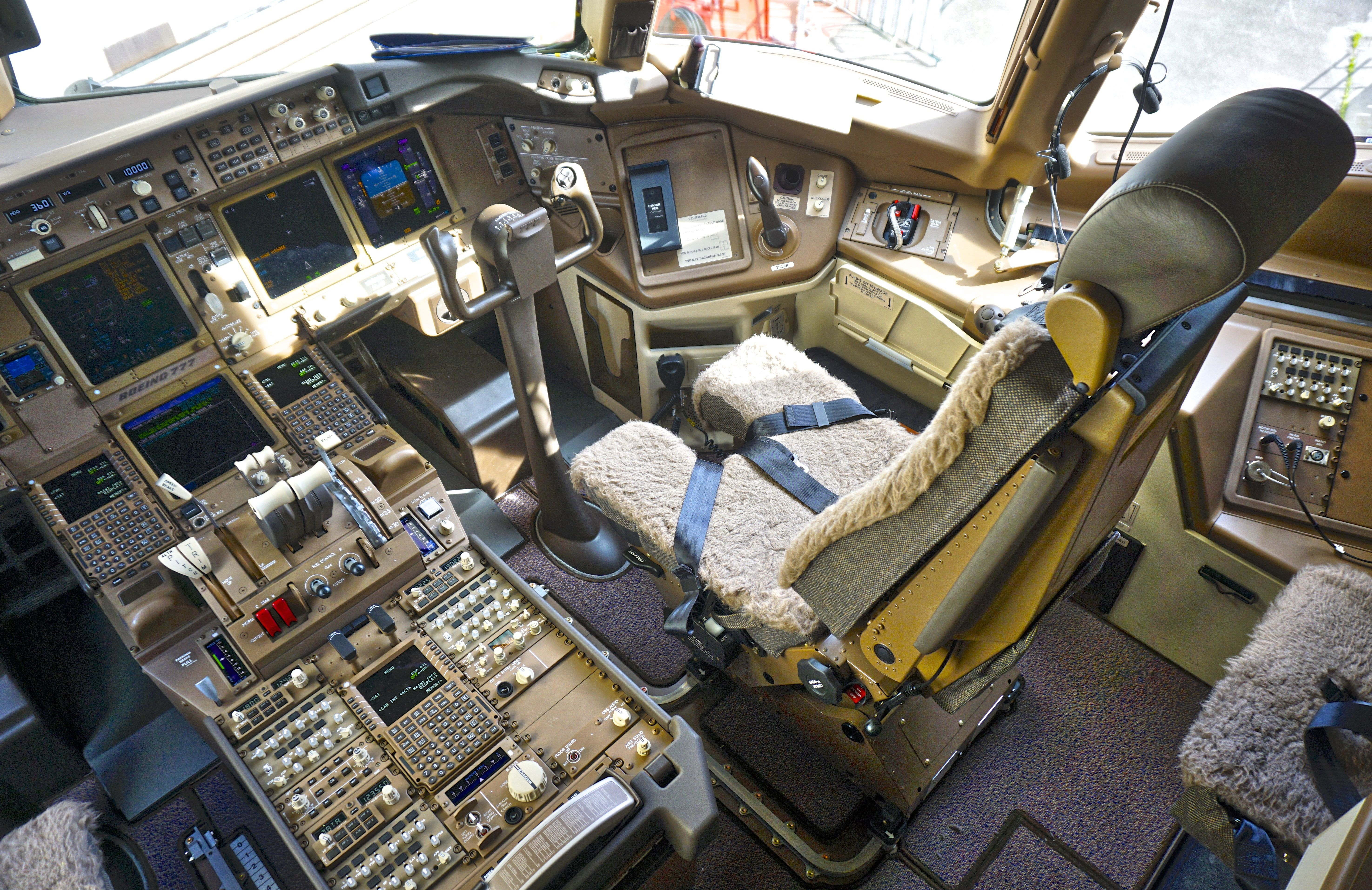 Cutaway of a pan am boeing 377 stratocruiser image from chris sloan - Boeing 747 4u3 Aircraft Picture Aircraft Interiors Cockpit Flight Deck Cabin Cargo Bays Pinterest Flight Deck Boeing 747 And Aircraft