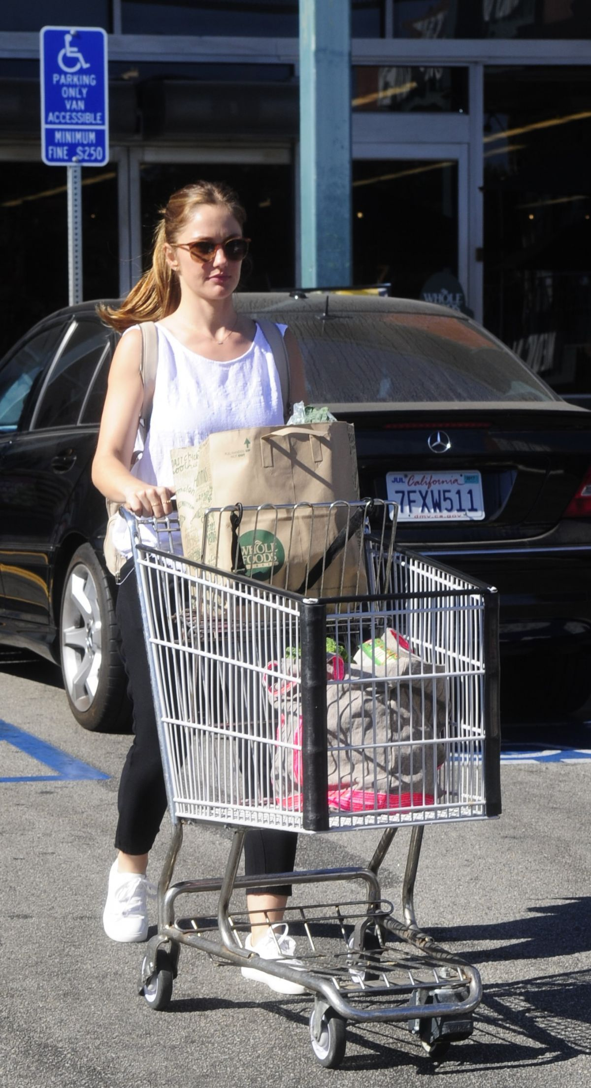 Minka kelly was spotted as she back from shopping at whole