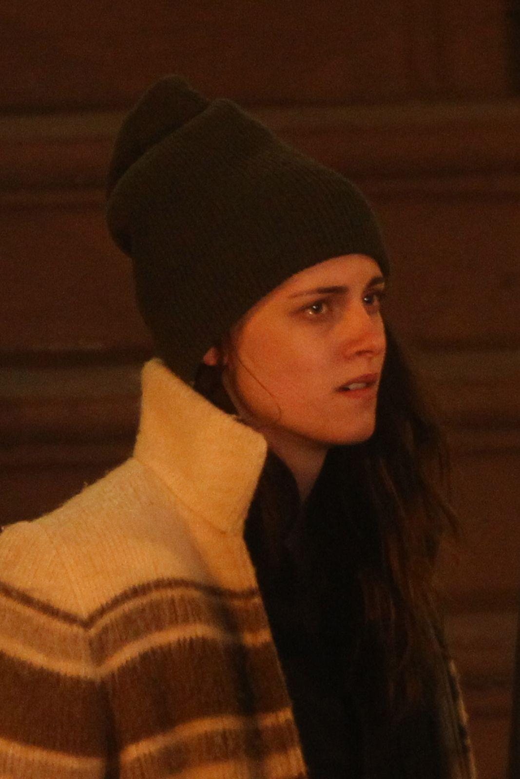 Novas Imagens De Kristen Filmando 'Anesthesia' No Dia 4/11