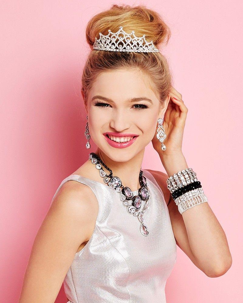 Hairstyles With Crown Queen: Beauty Queen Tiara
