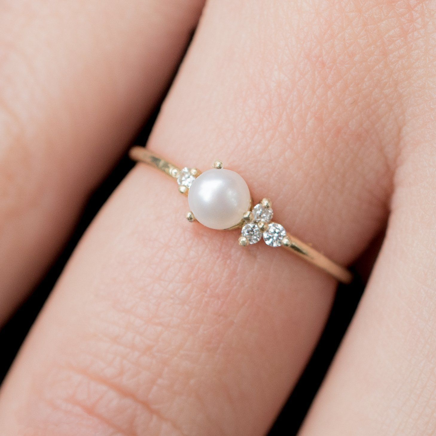Pearl and Diamond Ring | Solid gold, White diamonds and Heavens