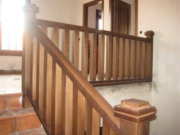 Escalera de madera 37 barandales de escalera pinterest for Madera para escaleras