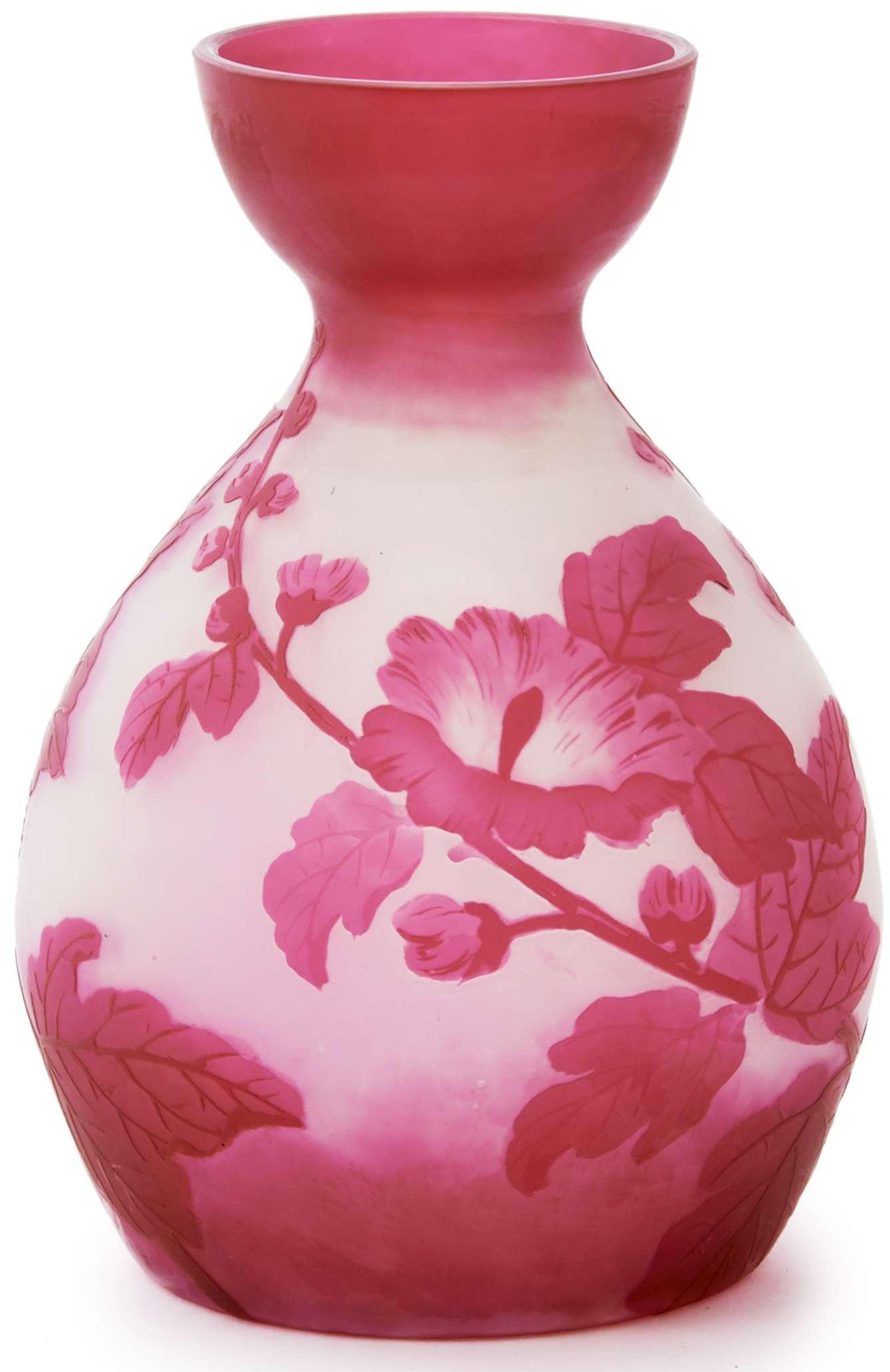 Description Val Saint Lambert Vase Circa 1900 Epreuve En Verre Multicouche A Decor De Branchages Roses Sur Fond Blanc Signe Des Initi Verre Vases Branchage