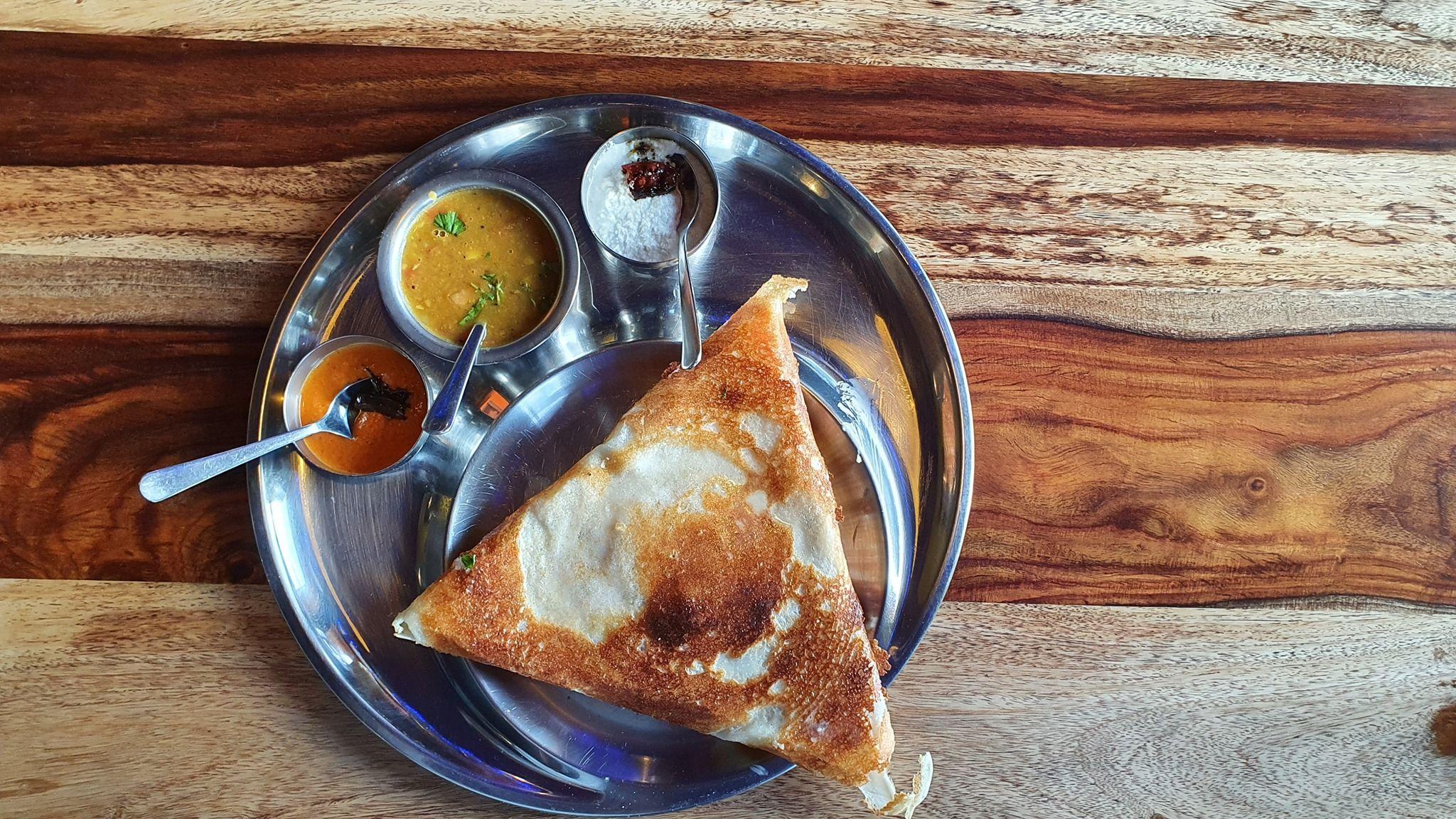 Tali To Duza Taca Na Ktorej Podajemy Czesc Naszych Dan To Bardzo Wygodny Sposob Serwowania Posilkow Lubicie Go Https Www Indi In 2020 Food Desserts Pudding