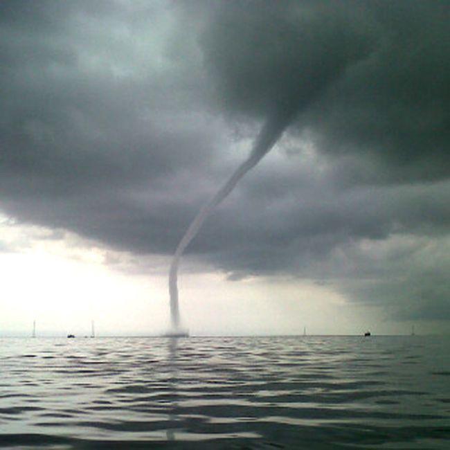 Tromba que se formó frente a costas de Los Puertos de Altagracia, Lago de Maracaibo, Estado Zulia, Venezuela. Foto: José Alfredo Alemán,