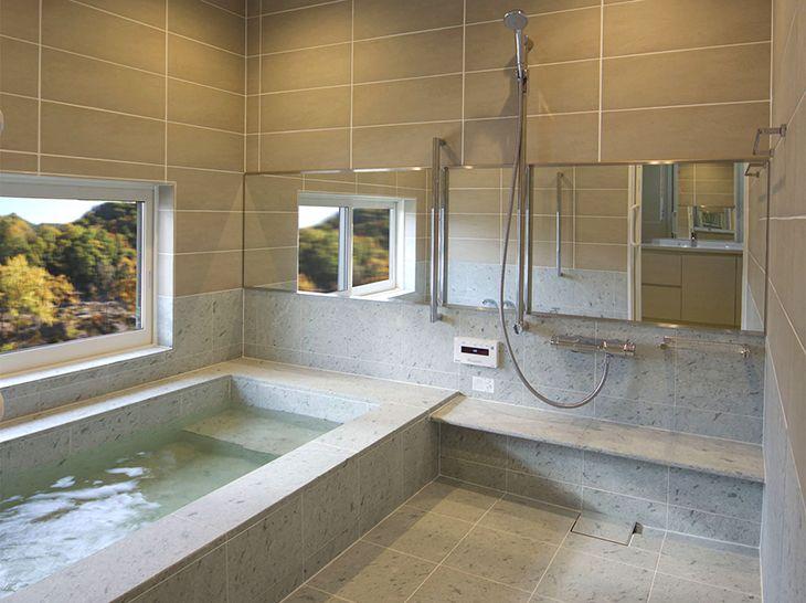 自宅に温泉を引く 十和田石がよく似合う 事例紹介 Baincouture Nikko 外観 住宅 モダン バスルーム ユニットバス