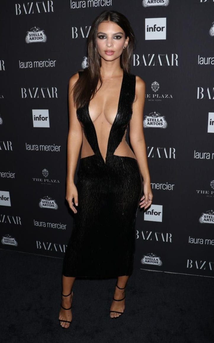 The Most Revealing Red Carpet Dresses Of All Time Emily Ratajkowski Red Carpet Dresses Girl Photos