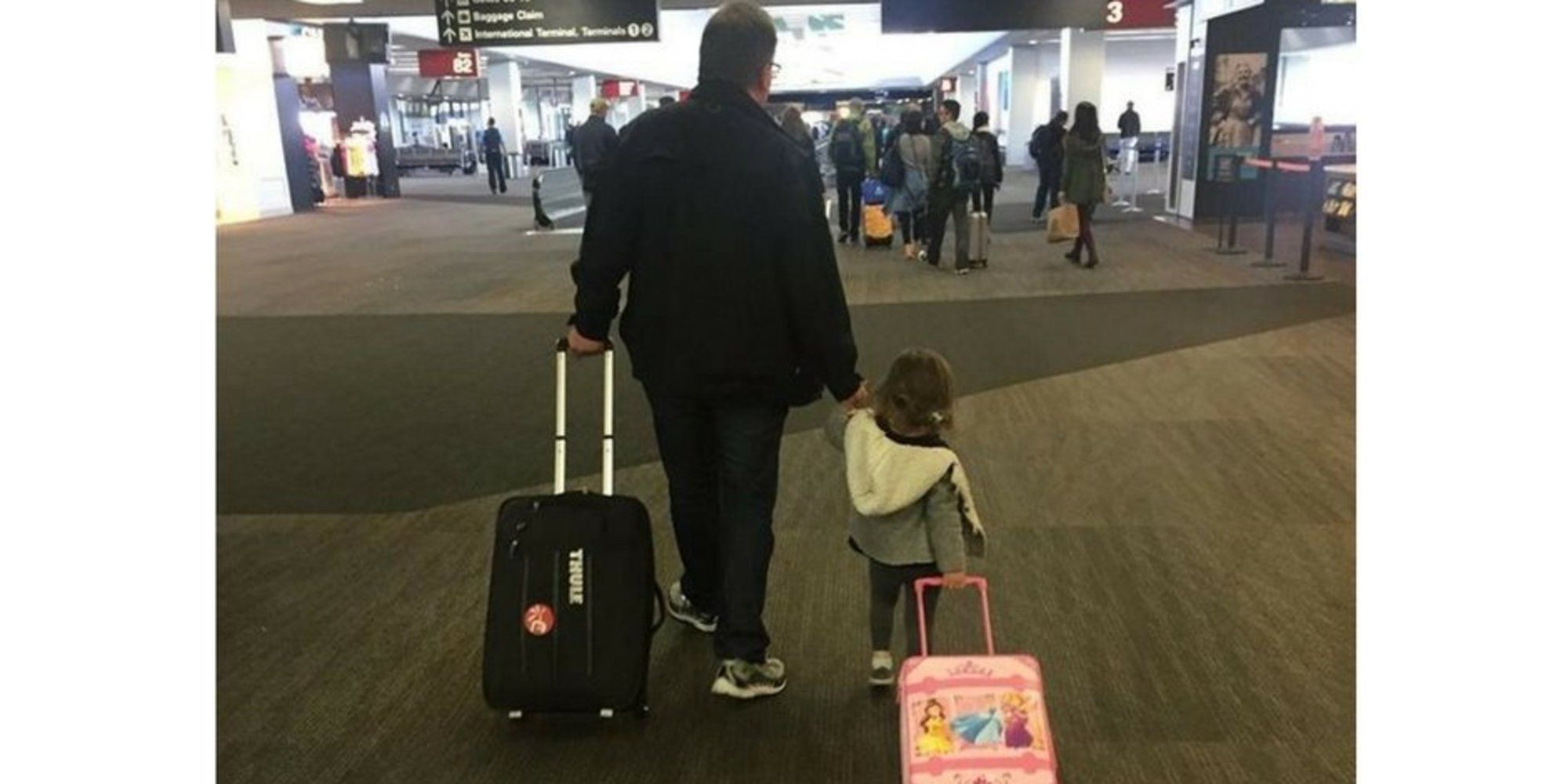Dad With 350,000 Airline Miles Helps Families Who Can't Afford Holiday Travel | The Huffington Post