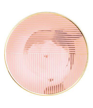 Mattrosa. Porzellanteller mit aufgedrucktem Muster. Durchmesser 15,5 cm.