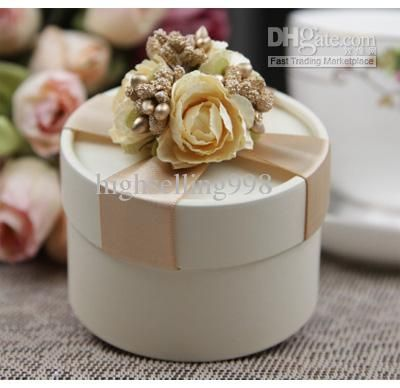 Wholesale European Style New Wedding Flower Candy Box Cylindrical Wedding Favors Holder Gift Go Wedding Candy Boxes Wedding Gift Boxes Champagne Wedding Favors