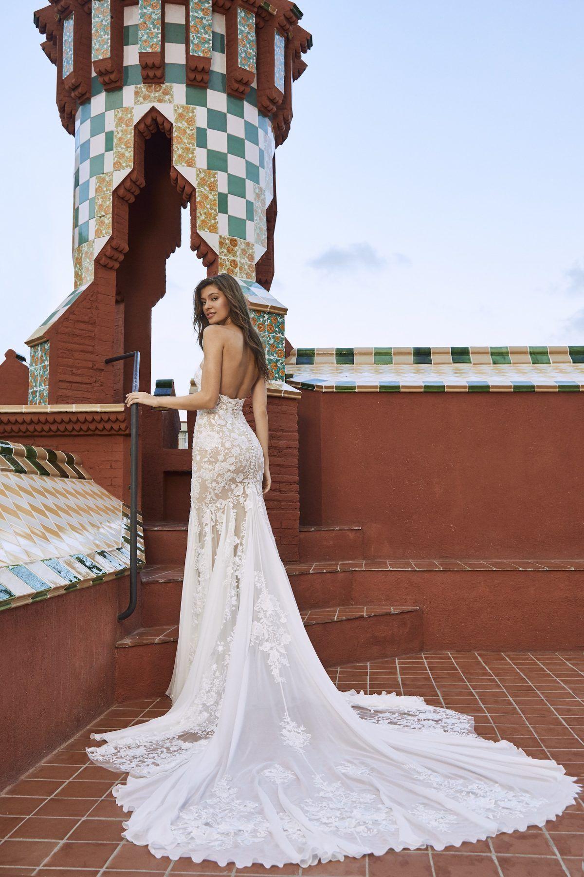 0abd5cbdeece7 Strapless v-neck lace wedding dress. | Pronovias x Kleinfeld | Style: PxK02