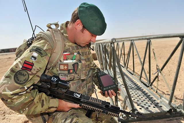 Royal Engineer Uses Makefast Equipment Construction Software In Afghanistan Royal Engineers Royal Marine Commando Pictures Of Soldiers