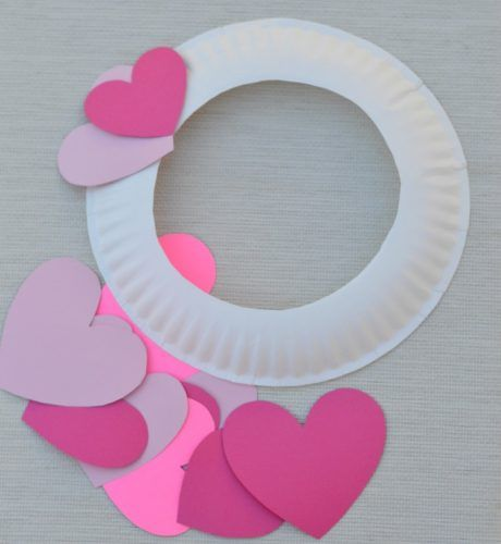 Kids can help decorate for Valentineu0027s Day with this paper plate heart wreath craft. & Paper Plate Valentineu0027s Day Heart Wreath Craft | Wreaths crafts ...