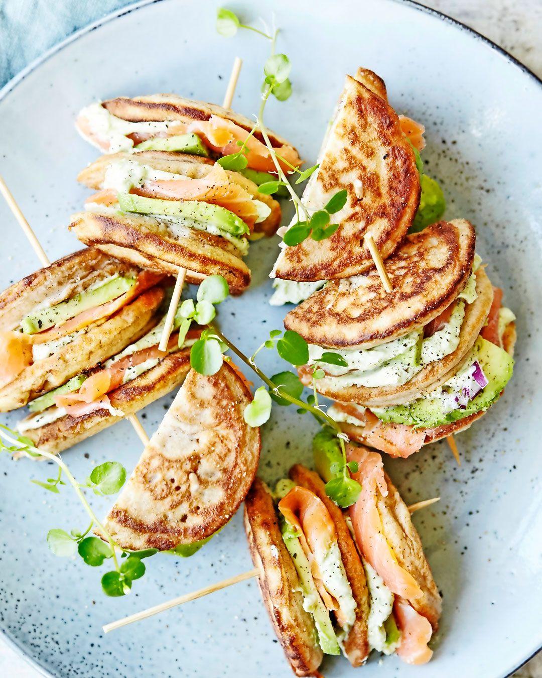 Blinish-sandwich med laks og avocadocreme