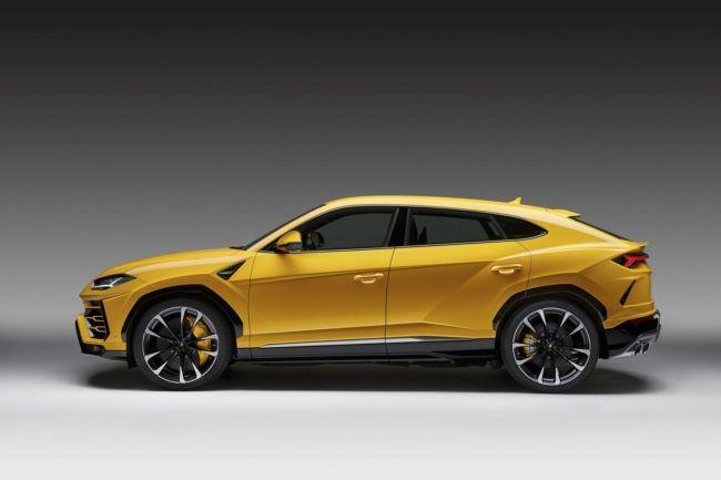 2019 Lamborghini Urus Side