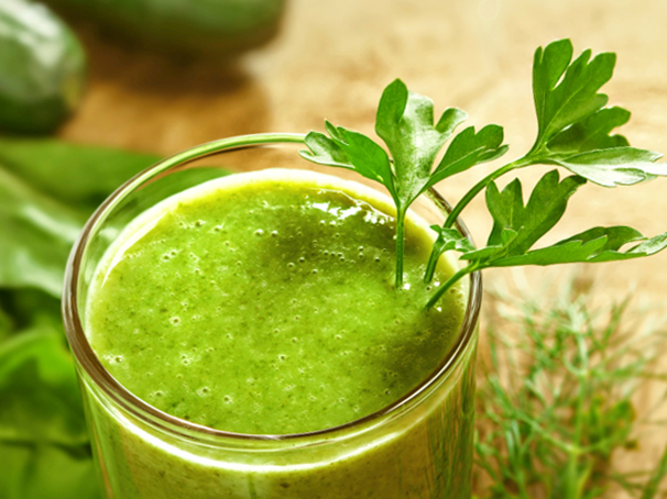 9 Delicious Detox Drinks that'll Help You Get Healthy Plant-based foods which have large amounts of phytonutrients increase the body's ability to detoxify naturally. http://idiva.com/news-health/9-green-detox-juice-recipes-to-keep-you-healthy/15050639 #Pune #DetoxDrinks