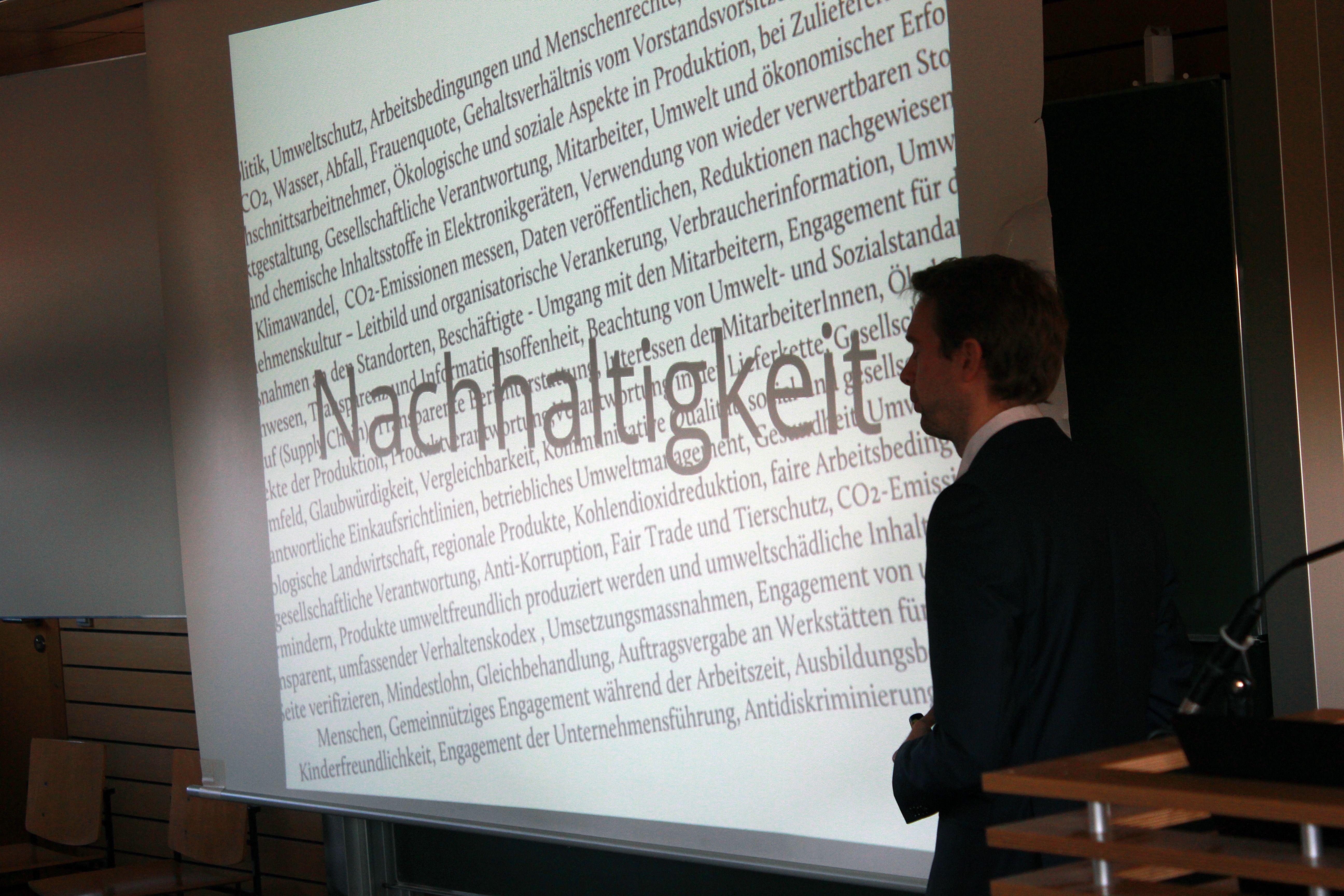 Vortrag auf dem WFI Dialogue on Sustainability in Ingolstadt 2012  Der WFI Dialogue on Sustainability ist die größte studentische Konferenz zum Thema Nachhaltigkeit im deutschsprachigen Raum. Für zwei Tage treffen Studenten und Doktoranden unterschiedlichster Fachrichtungen auf renommierte Persönlichkeiten aus Wirtschaft, Wissenschaft und Politik. http://www.denknachhaltig.de/new/ https://www.facebook.com/media/set/?set=a.403437023061465.91821.103150349756802&type=3