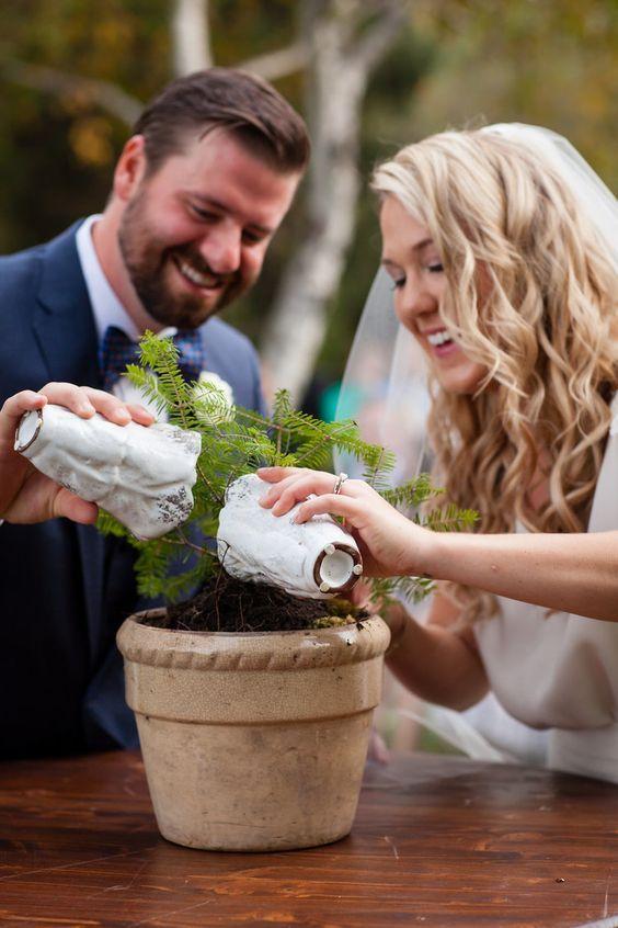 Idéias para cerimônias não religiosas em casamentos!  Muitos noivosestão se casandofora de igrejas e sem um ato religioso. Nesses casos, o evento é realizado por um celebrante, que fará a cerimônia no lugar doreligioso. Essas cerimônias de casament…