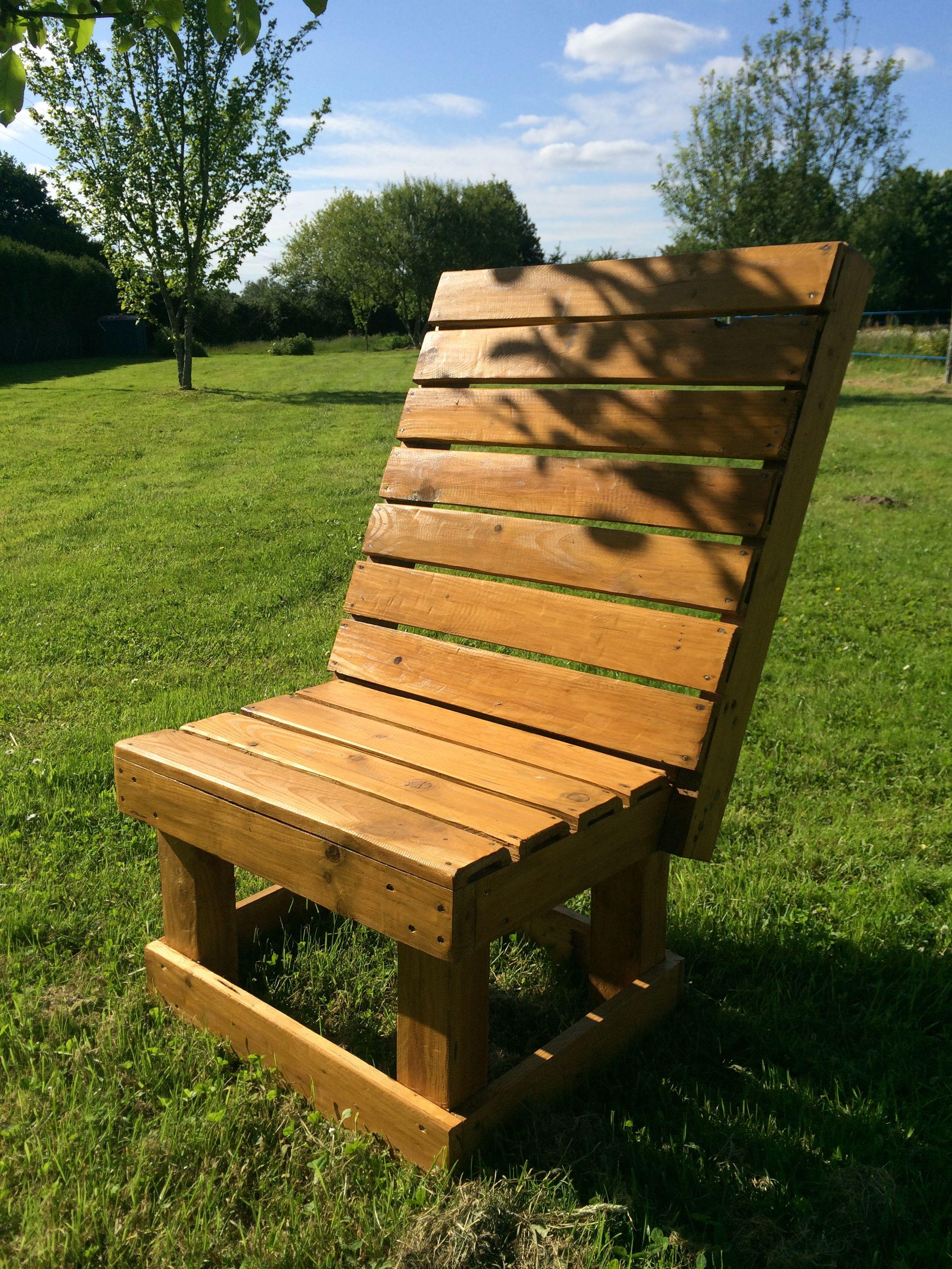 Fauteuil de jardin en bois de palette Finition bois poncé et ...