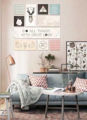 cadres l art de l accumulation deco salon rose deco. Black Bedroom Furniture Sets. Home Design Ideas