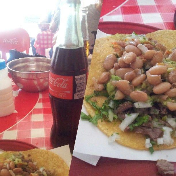 Tacos con frijoles recién cocidos