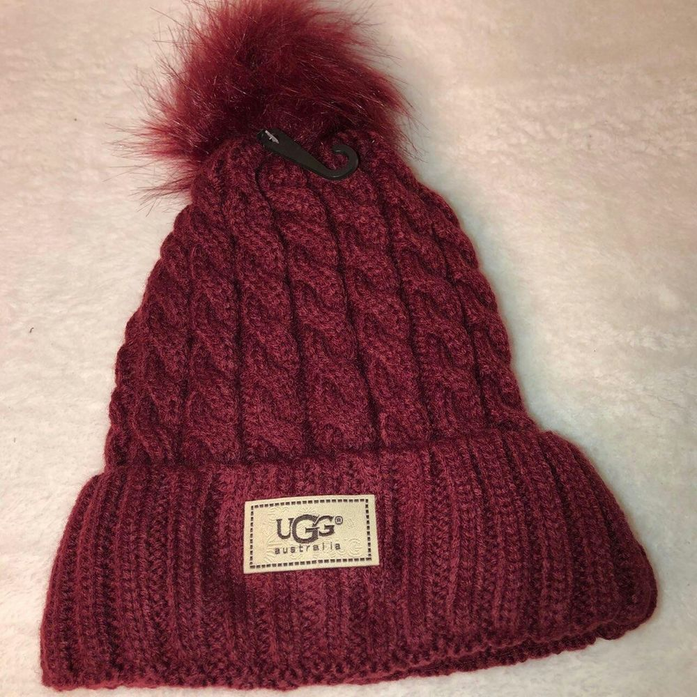 NWT WOMEN S UGG CABLE KNIT POM POM BEANIE HAT ONE SIZE Maroon  fashion   clothing 6081a7440