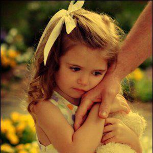 قصة علبة قبلات ابنتي عاقب أب إبنته التي لم تتجاوز من العمر 3 سنوات لإتلافها أوراق ت Kids Accessories Fashion Precious Children Pretty Little Girls