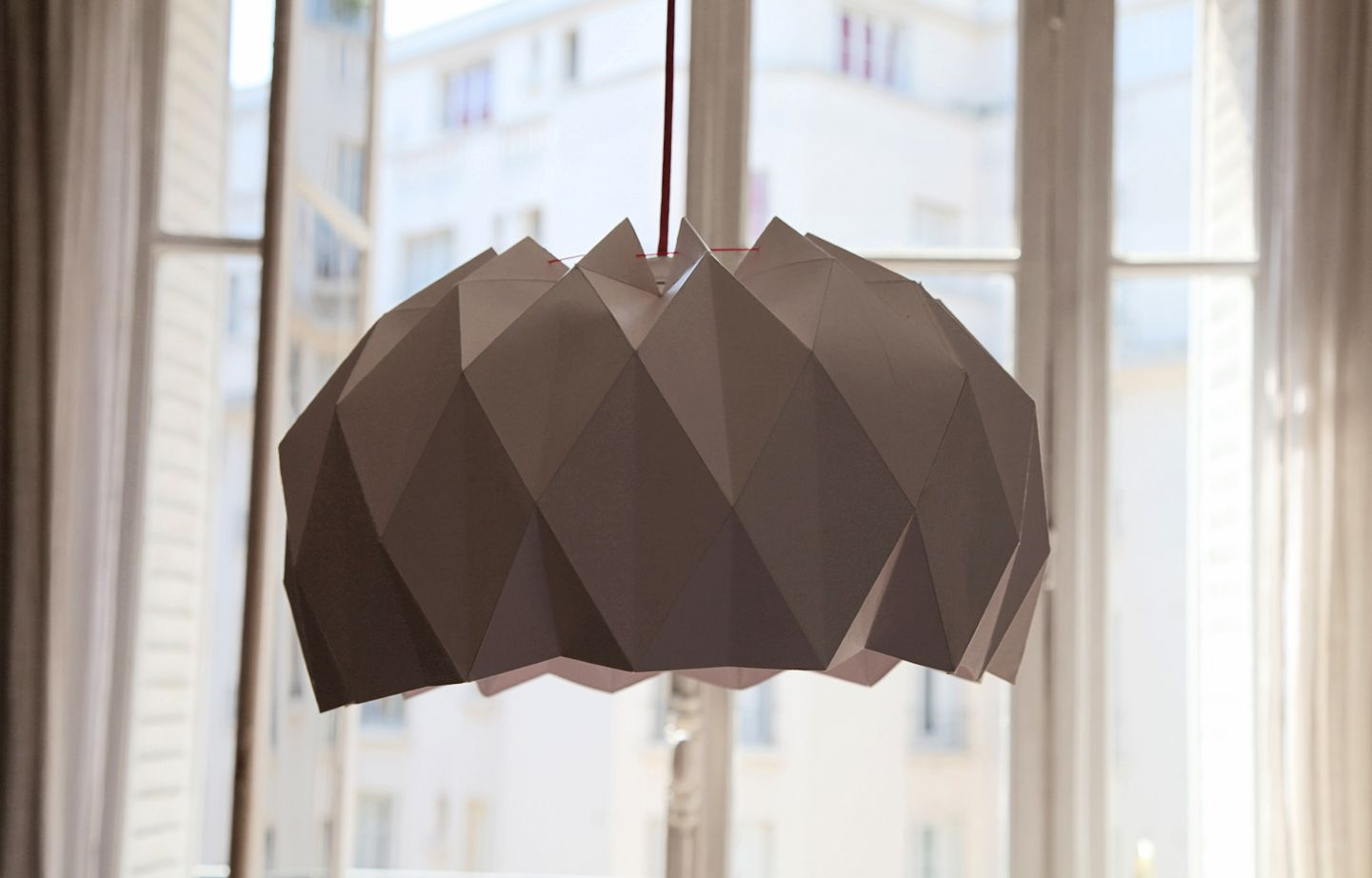 suspension origami diy salon sejour d co pinterest luminaires lampes et chambres b b. Black Bedroom Furniture Sets. Home Design Ideas