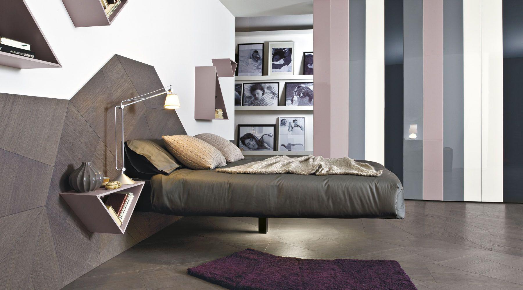Fluttua è un letto sospeso su una gamba sola: rettangolare o ...