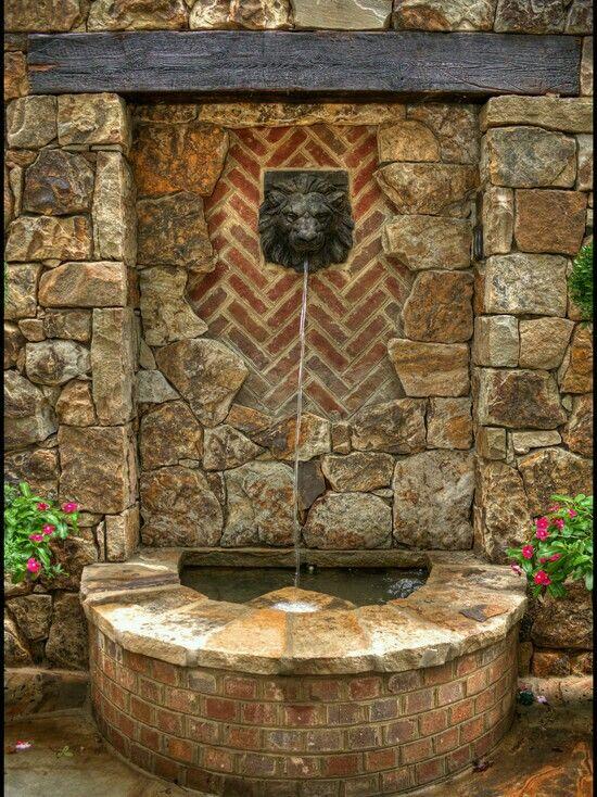 Co Cou0027s Collection Formal garden elevates small space # formal - cascada de pared