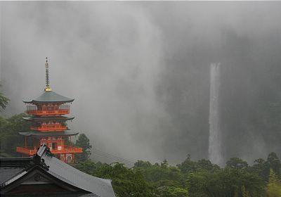 Pagoda Of Seigantoji Nachi No Taki Waterfall In Kumano Japan From Japan Guide Com Japan Travel Kumano Wakayama