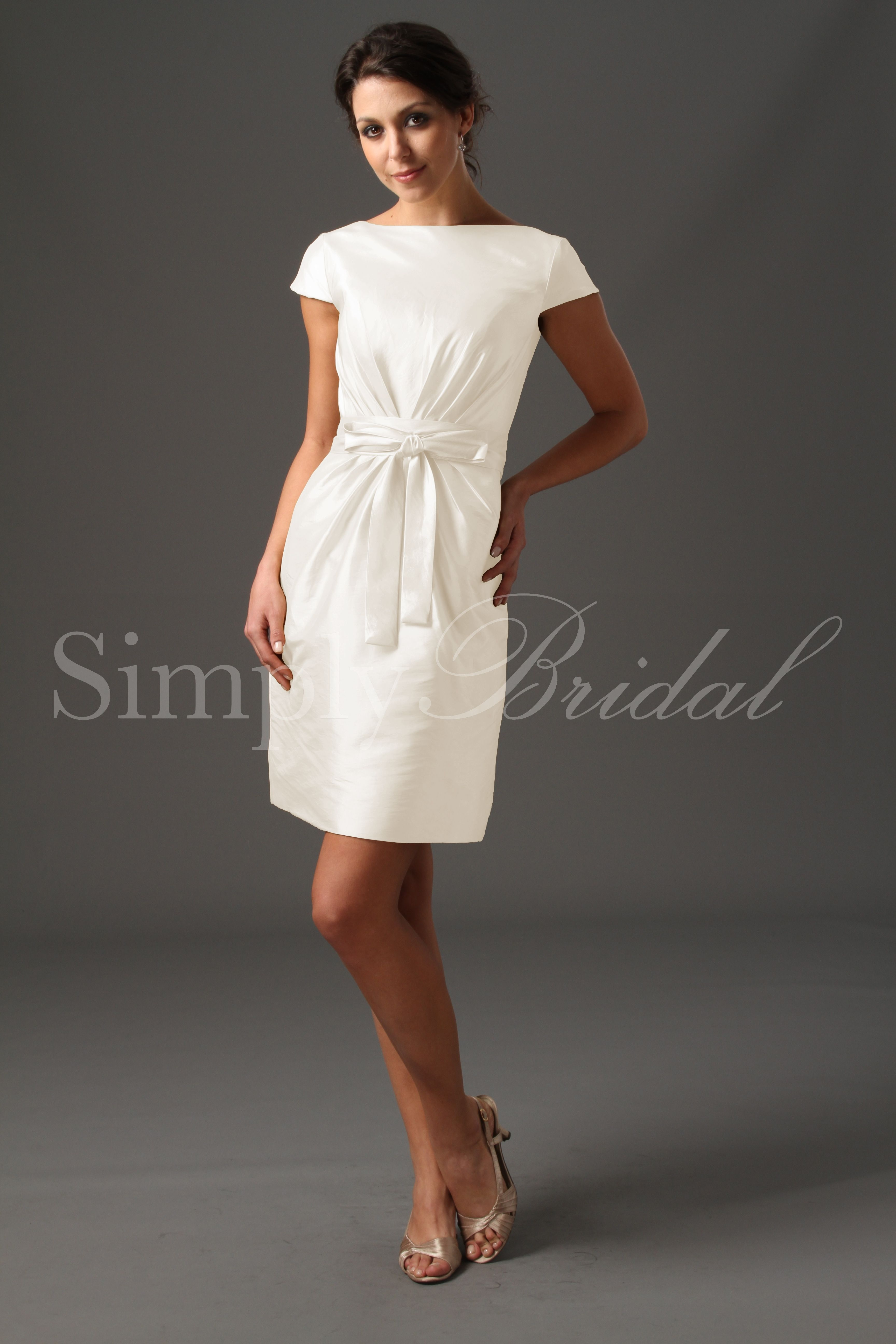 Simple white wedding dresses  perfect for a simple wedding xoox  Wedding Ideas  Pinterest
